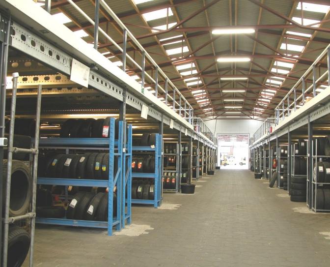 Hamag Magazijninrichting | Systeemvloeren en entresols
